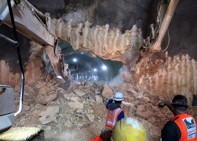 פריצת המנהרות כביש 16