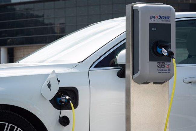 """שלב ראשון יוצא לדרך: 100 עמדות טעינה לרכבים חשמליים ב- 3 מיליון ש""""ח"""
