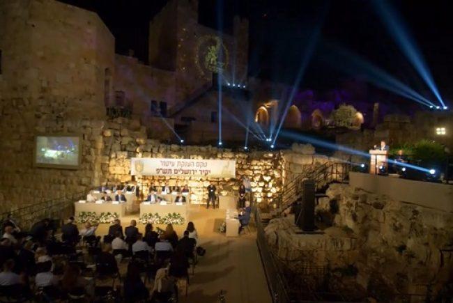 """מי יהיו יקירי העיר ב-2021? עיריית ירושלים מזמינה את הציבור הרחב להציע מועמדים לקבלת עיטור """"יקיר ירושלים"""" לשנת תשפ""""א – 2021."""