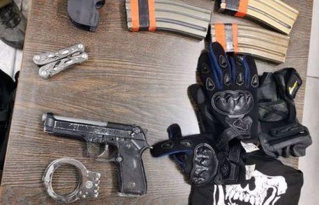 אקדח מסוג fn, מחסניות ותחמושת נתפסו בדירה במבצע של משטרת ישראל. 2 חשודים פלסטינים נעצרו לחקירה